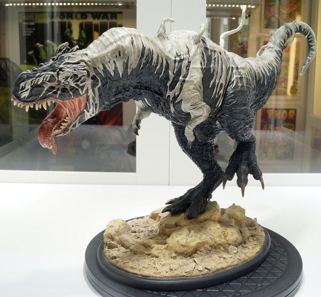 [Bild: SideshowVenomSaurus03_1024.jpg]